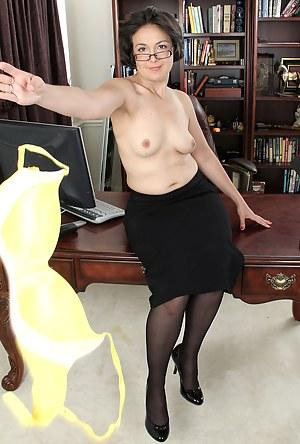 XXX Mature Undressing Porn Pictures
