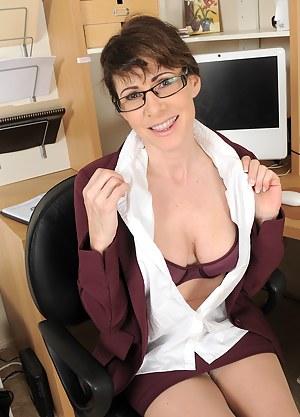 XXX Mature Secretary Porn Pictures