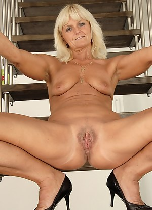 XXX Mature Spreading Porn Pictures