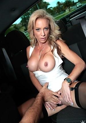 XXX Mature Car Porn Pictures
