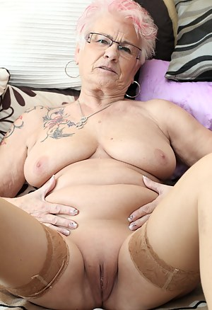 XXX Mature Stockings Porn Pictures