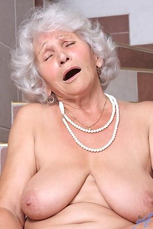 XXX Mature Orgasm Porn Pictures