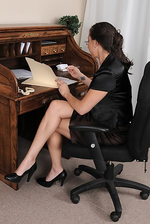 XXX Mature Office Porn Pictures