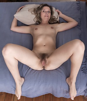 XXX Mature Bedroom Porn Pictures