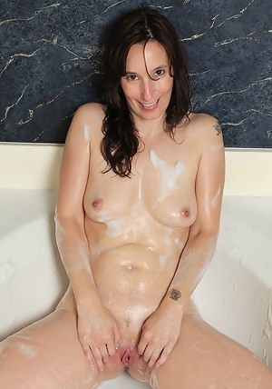 XXX Mature Wet Pussy Porn Pictures