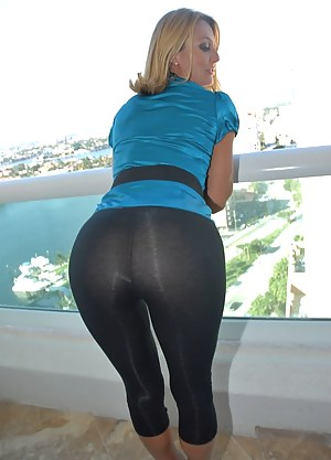 XXX Mature Yoga Pants Porn Pictures