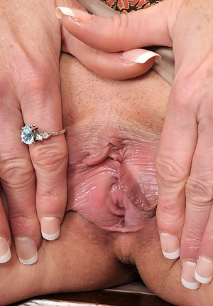 XXX Mature Nails Porn Pictures
