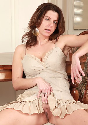 XXX Mature Upskirt Porn Pictures