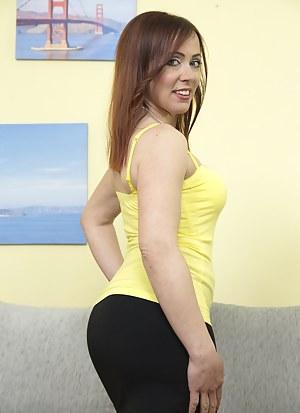XXX Mature Skirt Porn Pictures