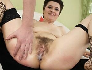 XXX Cum in Mature Pussy Porn Pictures