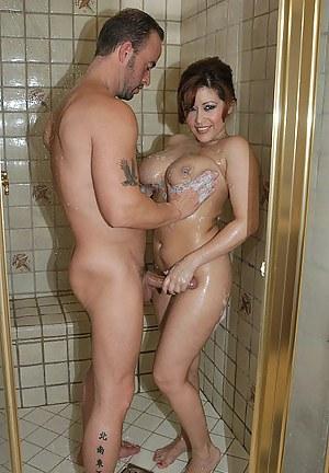 XXX Mature Shower Porn Pictures
