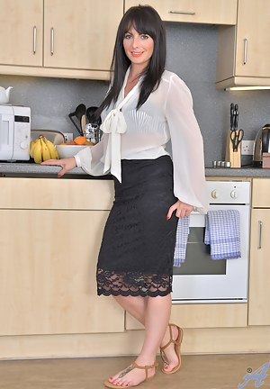 XXX Mature Kitchen Porn Pictures
