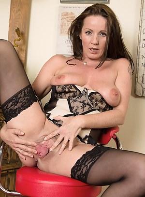 XXX Mature Pussy Porn Pictures