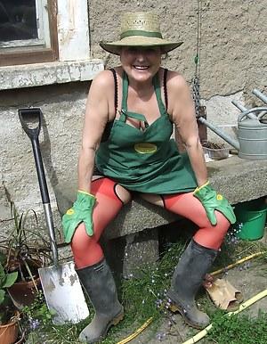 XXX Mature Farm Porn Pictures