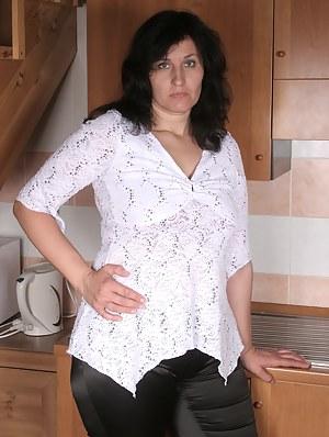 XXX Mature Kitchen Porn Pictures