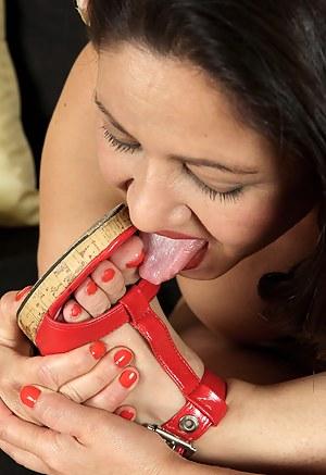 XXX Mature Toe Sucking Porn Pictures